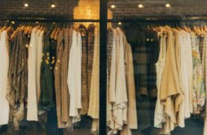 服を買う夢占い